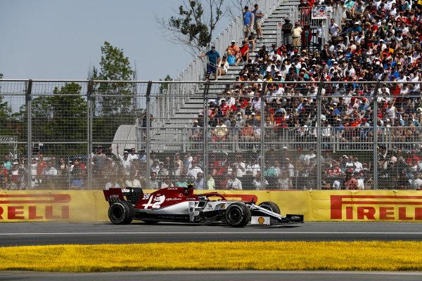 Antonio Giovinazzi, Alfa Romeo Racing C38 spins on track
