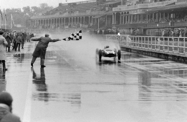 Jack Brabham, Cooper T55 Climax takes the chequered flag for victory.