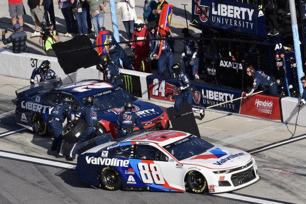 #88: Alex Bowman, Hendrick Motorsports, Chevrolet Camaro Valvoline and #24: William Byron, Hendrick Motorsports, Chevrolet Camaro Liberty University