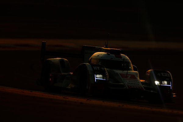 2015 FIA World Endurance Championship Bahrain 6-Hours Bahrain International Circuit, Bahrain Saturday 21 November 2015. Marcel F?ssler, Andr? Lotterer, Beno?t Tr?luyer (#7 LMP1 Audi Sport Team Joest Audi R18 e-tron quattro). World Copyright: Alastair Staley/LAT Photographic ref: Digital Image _79P1228