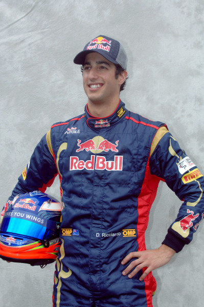 Albert Park, Melbourne, Australia24th March 2011.Daniel Ricciardo, Toro Rosso STR6 Ferrari.World Copyright: John Townsend/LAT Photographicref: Digital Image JTX_7216