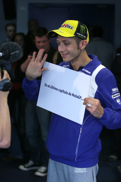 Le Mans, France. 16th - 17th May 2009.Valentino Rossi Fiat Yamaha Team with a message for Spanish TV viewers.World Copyright: Martin Heath/LAT Photographicref: BPI_Moto 898k