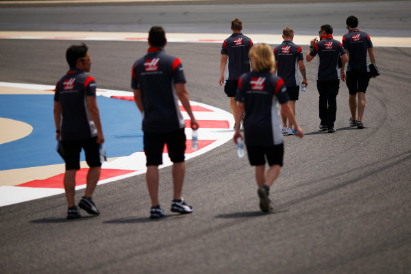 Bahrain International Circuit, Sakhir, Bahrain.  Thursday 13 April 2017. Kevin Magnussen, Haas F1, walks the track with the team. World Copyright: Andy Hone/LAT Images ref: Digital Image _ONZ6561