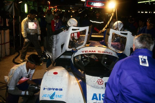 Roland Ratzenberger (AUT) (Climbing into car during a nighttime pit stop), Mauro Martini (ITA) and Naoki Nagasaka (JPN) SARD Toyota 93CÐV finished the race in fifth position.Le Mans 24 Hours Race, Circuit de la Sarthe, France, 20 June 1993.