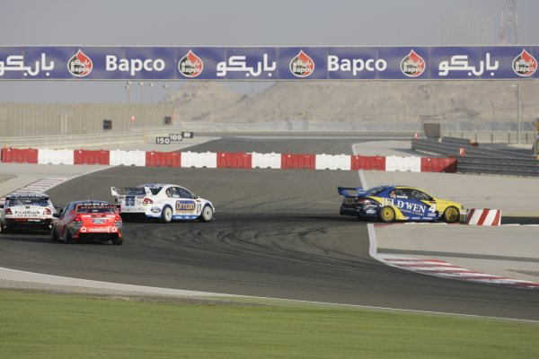 2007 Australian V8 Supercars.Bahrain International Circuit. Sakhir, Bahrain.2nd - 4th November. James Courtney during the V8 Supercar Desert 400. Action. World Copyright: Mark Horsburgh/LAT Photographic. Ref: Digital Image 4-Courtney-RD12-07-6181