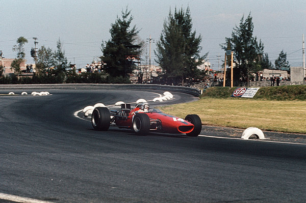 Mexico City, Mexico.20-22 October 1967.Bruce McLaren (McLaren M5A BRM).Ref-35mm 67 MEX 06.World Copyright - LAT Photographic