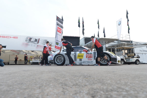 19-21 March, 2015, Sebring, Florida USA 911, Porsche, 911 RSR, GTLM, Nick Tandy, Patrick Pilet, Richard Lietz - crew unloads the race and starts the first day of practice. ©2015, Richard Dole LAT Photo USA