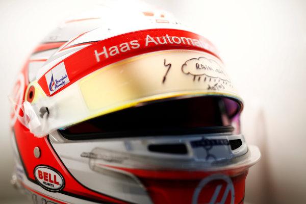 Sepang International Circuit, Sepang, Malaysia. Saturday 30 September 2017. Kevin Magnussen, Haas F1, helmet detail. World Copyright: Andy Hone/LAT Images  ref: Digital Image _ONY3033