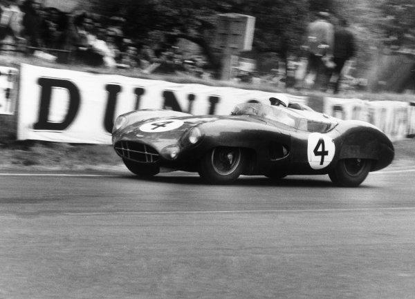 Le Mans, France. 20th - 21st June 1959.Stirling Moss / Jack Fairman (Aston Martin DBR1), retired, action.World Copyright: LAT PhotographicRef: 577 - 32