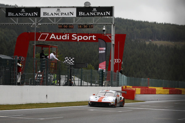 Checkered flag for #20 GPX Racing Porsche 911 GT3 R: Kevin Estre, Michael Christensen, Richard Lietz.