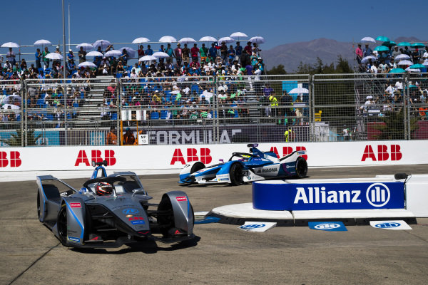 Edoardo Mortara (CHE) Venturi Formula E, Venturi VFE05 leads Alexander Sims (GBR) BMW I Andretti Motorsports, BMW iFE.18