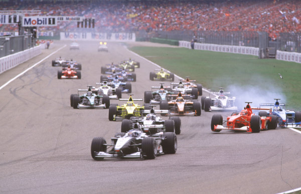 2000 German Grand Prix.Hockenheim, Germany.28-30 July 2000.Mika Hakkinen leads David Coulthard (both McLaren MP4/15 Mercedes) as Michael Schumacher (Ferrari F1-2000) pulls across into Giancarlo Fisichella (Benetton B200 Playlife) on the approach to the Nordkurve at the start, resulting in a crash.World Copyright - Coates/LAT Photographiccrash sequence 04.ref: 35mm A04