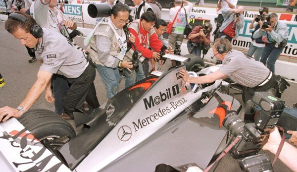 1998 Argentinian Grand Prix.Buenos Aires, Argentina.10-12 April 1998.David Coulthard (McLaren MP4/13 Mercedes-Benz) after qualifying on pole position.World Copyright - LAT Photographic