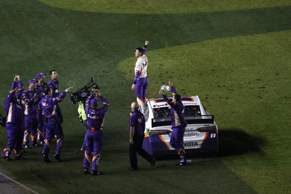 #11: Denny Hamlin, Joe Gibbs Racing, Toyota Camry FedEx Express, burnout, celebration
