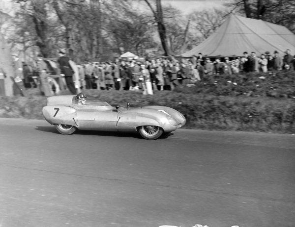 Graham Hill, E.G. Manton, Lotus Eleven Climax.