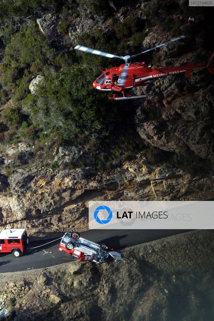 2001 World Rally Championship.Rallye de France, Ajaccio, Corsica, October 19-21.Tommi Makinen crashes on SS5 Tour de Corse 2001 & co-driver Risto Mannisenmaki is air lifted to hospital.Photo:McKlein/LAT