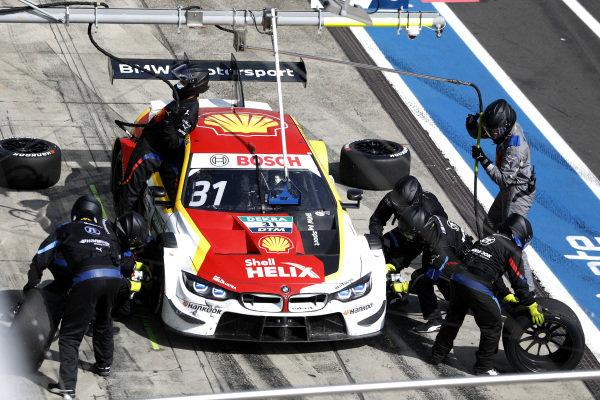Sheldon van der Linde, BMW Team RBM, BMW M4 DTM, pitstop.