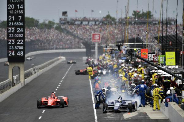 Ed Carpenter, Ed Carpenter Racing Chevrolet, Marco Andretti, Andretti Herta with Marco & Curb-Agajanian Honda pit stop