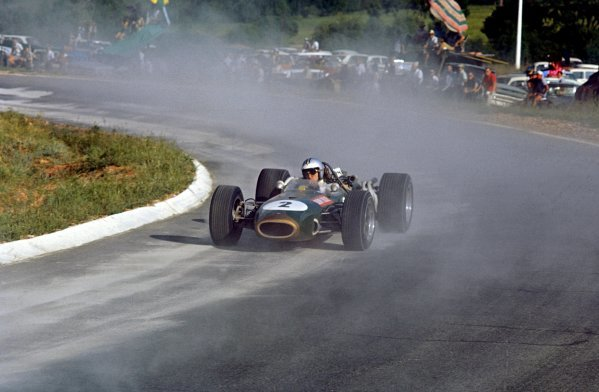 Denny Hulme (NZL) Brabham Repco BT20, kicks up cement dust on the way to 4th place. Formula One World Championship, Rd1, South African Grand Prix, Kyalami, South Africa. 2 January 1967. BEST IMAGE