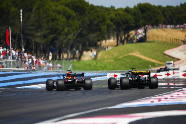 Daniel Ricciardo, Red Bull Racing RB14 Tag Heuer, passes Carlos Sainz Jr., Renault Sport F1 Team R.S. 18.