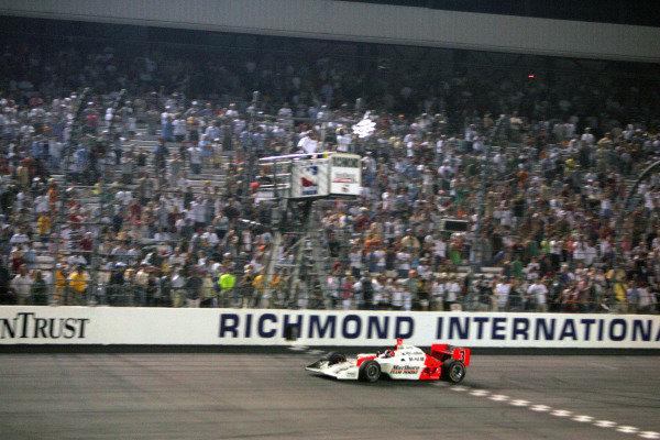 Helio Castroneves (BRA), Marlboro Team Penske Dallara Toyota, takes the chequered flag in the Suntrust Indy 300. IRL IndyCar Series, Rd7, Suntrust Indy 300, Richmond International Raceway, Richmond, Virginia, USA. 24-25 June 2005. DIGITAL IMAGE