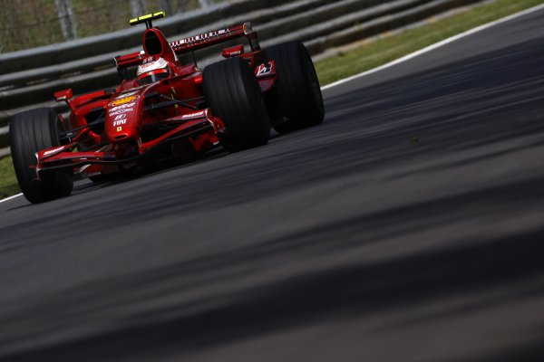 2007 Italian Grand Prix - Friday PracticeAutodromo di Monza, Monza, Italy.7th September 2007.Kimi Raikkonen, Ferrari F2007. Action. World Copyright: Lorenzo Bellanca/LAT Photographicref: Digital Image _64I5055