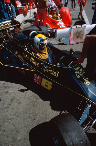 Monte Carlo, Monaco. 27th - 30th May 1976. Gunnar Nilsson (Lotus 77-Ford), retired, in the pits, portrait.  World Copyright: LAT Photographic.  Ref: 76 MON 59.