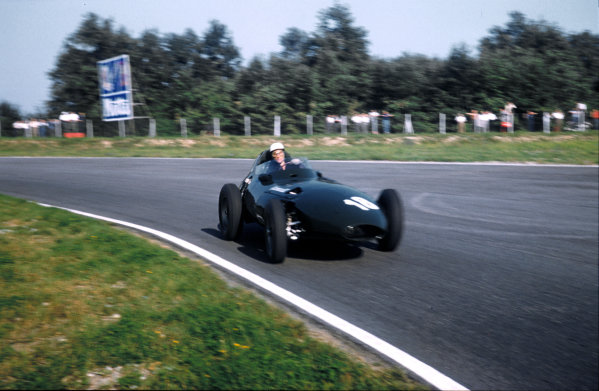 Monza, Italy.6-8 September 1957.Stirling Moss (Vanwall) 1st position.Ref-57 ITA 35.World Copyright - LAT Photographic