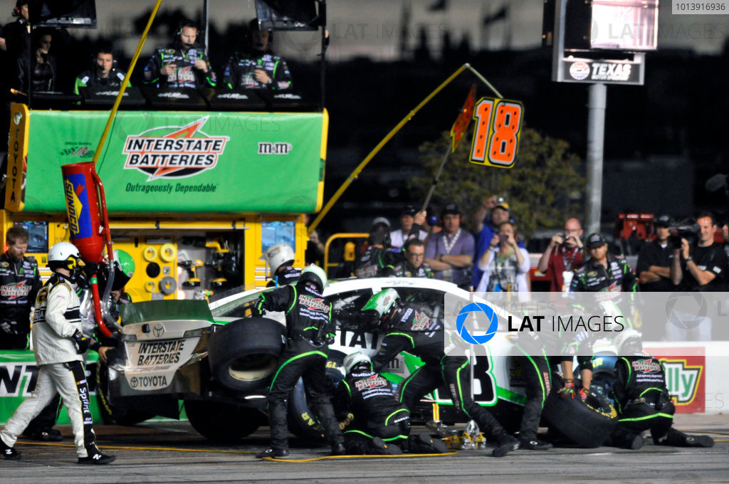 11-13 April, 2013, Fort Worth, Texas USA Kyle Busch, Interstate Batteries Toyota Camry pit stop ©2013, Nigel Kinrade LAT Photo USA