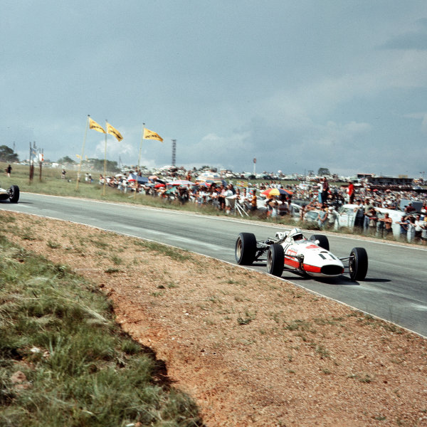 Kyalami, South Africa.31/12/66-2/1/1967.John Surtees (Honda RA273) 3rd position.Ref-3/2496.World Copyright - LAT Photographic
