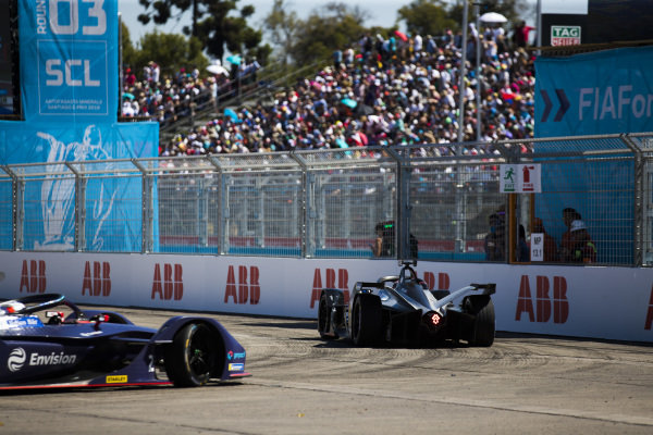 Sébastien Buemi (CHE), Nissan e.Dams, Nissan IMO1 leads Sam Bird (GBR), Envision Virgin Racing, Audi e-tron FE05