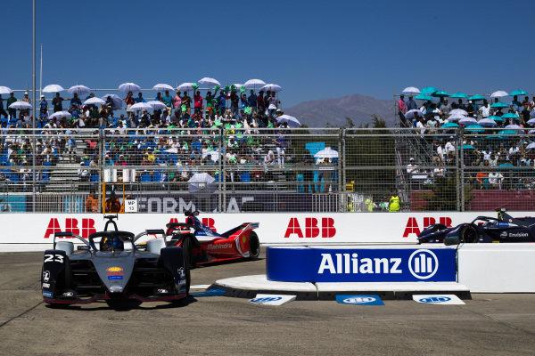 Sébastien Buemi (CHE), Nissan e.Dam, Nissan IMO1 leads Pascal Wehrlein (DEU), Mahindra Racing, M5 Electro and Sam Bird (GBR), Envision Virgin Racing, Audi e-tron FE05