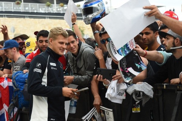 Marcus Ericsson (SWE) Sauber fans selfie at Formula One World Championship, Rd18, United States Grand Prix, Race, Circuit of the Americas, Austin, Texas, USA, Sunday 23 October 2016.