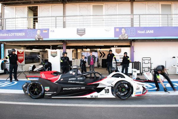 Practice pit stop with Neel Jani (CHE), Tag Heuer Porsche, Porsche 99x Electric