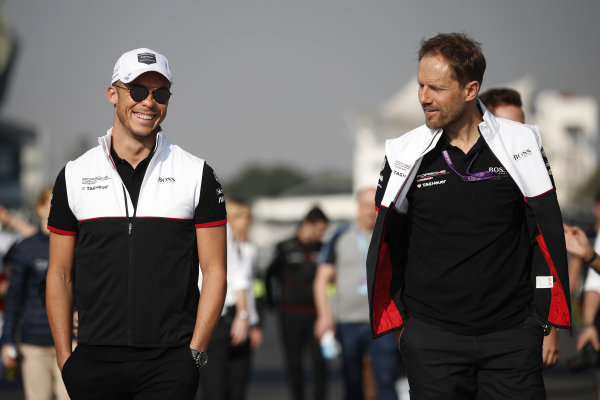 Andre Lotterer (DEU), Tag Heuer Porsche walks the track with a member of his team