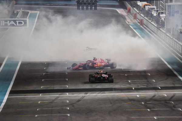 Lewis Hamilton, Mercedes-AMG F1 W09 EQ Power+, Sebastian Vettel, Ferrari SF71H and Fernando Alonso, McLaren MCL33 donuts at the end of the race
