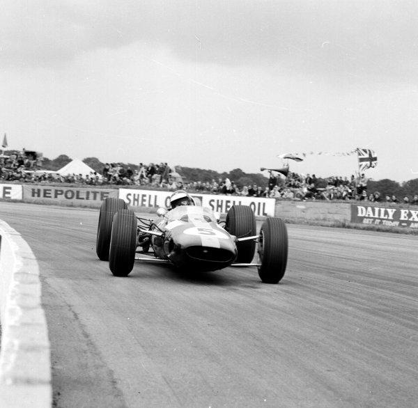 1965 British Grand Prix.Silverstone, England.8-10 July 1965.Jim Clark (Lotus 33 Climax) 1st position.Ref-29989.World Copyright - LAT Photographic