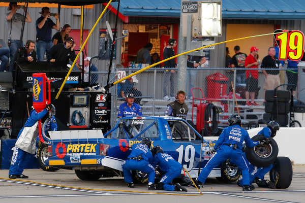 NASCAR Camping World Truck Series M&M?s 200 presented by Casey?s General Store Iowa Speedway, Newton, IA USA Friday 23 June 2017 Austin Cindric, PIRTEK Ford F150 pit stop World Copyright: Russell LaBounty LAT Images