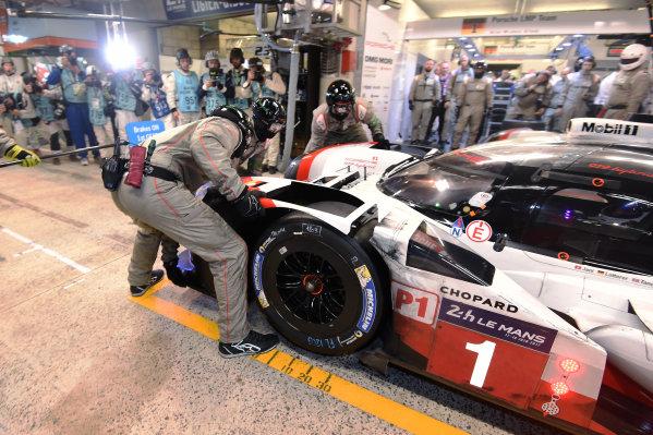 2017 Le Mans 24 Hours Circuit de la Sarthe, Le Mans, France. Saturday 17 June 2017 #1 Porsche Team Porsche 919 Hybrid: Neel Jani, Andre Lotterer, Nick Tandy World Copyright: Rainier Ehrhardt/LAT Images ref: Digital Image 24LM-re-13611