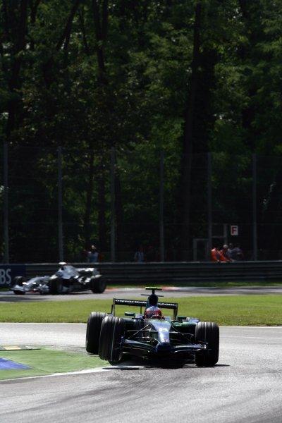2007 Italian Grand Prix - Friday PracticeAutodromo di Monza, Monza, Italy.7th September 2007.Rubens Barrichello, Honda RA107. Action. World Copyright: Steven Tee/LAT Photographicref: Digital Image YY2Z8388