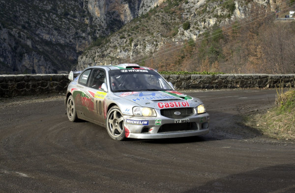 2001 World Rally Championship. Monte Carlo Rally,  Monaco. 18th -21st January 2001. Rd 1. Alister McRae during Stage 3. World Copyright: Ralph Hardwick/ LAT Photographic. Ref: AMcRae2