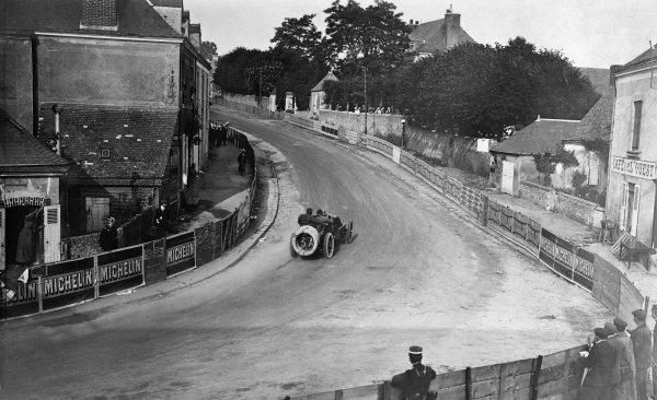 Le Mans, France. 26-27 June 1906.Ferenc Szisz (Renault AK) at Connerre, 1st position.Published-Autocar 7/7/1906 p12. Ref-S65/3376.World Copyright - LAT Photographic