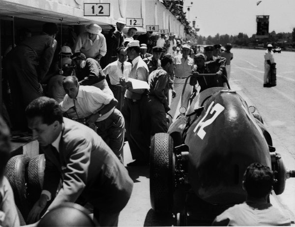 Monza, Italy. 29th June 1958. Phil Hill/Mike Hawthorn/Luigi Musso, Ferrari 4.2,  3rd position, pit stop. The race was also known as Monzanapolis, action. World Copyright: LAT Photographic. Ref: Autocar Used Pic Pg 17, 4th July 1958.