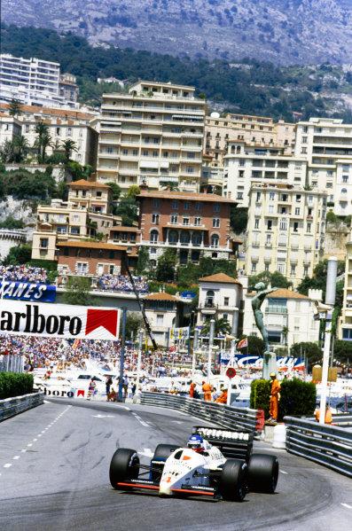 1986 Monaco Grand Prix.  Monte Carlo, Monaco. 8th - 11th May 1986.  Philippe Streiff (Tyrrell 015-Renault), 11th position, action.  World Copyright: LAT Photographic.  Ref:  86MON37.