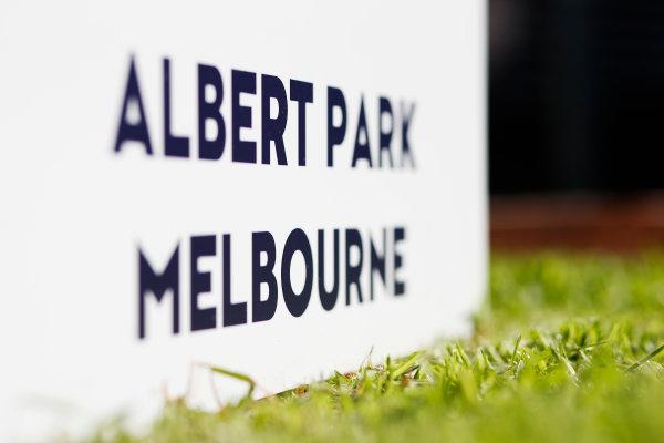 Albert Park, Melbourne, Australia. Tuesday 15 March 2016. Albert Park - Melbourne, sign World Copyright: Sam Bloxham/LAT Photographic. ref: Digital Image _L4R9693