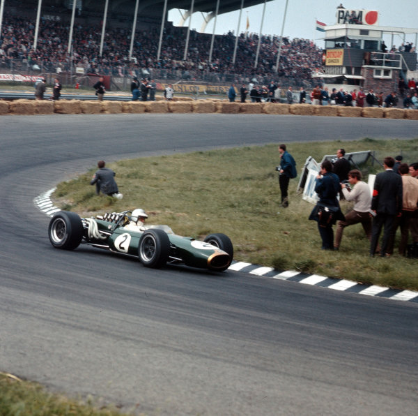 Zandvoort, Holland.2-4 June 1967.Denny Hulme (Brabham BT20 Repco) 3rd position.Ref-3/2888.World Copyright - LAT Photographic
