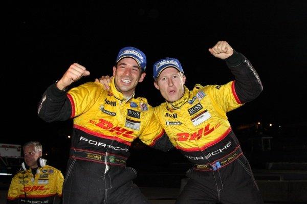 L-R: Helio Castroneves (BRA) & Ryan Briscoe (AUS), Penske Porsche RS Spyder, won the LMP2 category.American Le Mans Series, Rd10, Petit Le Mans, Road Atlanta, USA, 4 October 2008.