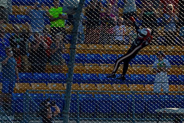 Verizon IndyCar Series Iowa Corn 300 Iowa Speedway, Newton, IA USA Sunday 9 July 2017 Winner Helio Castroneves, Team Penske Chevrolet celebrates. World Copyright: F. Peirce Williams LAT Images