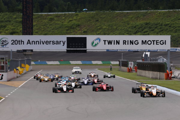 2017 Japanese Formula 3 Championship. Motegi, Japan. 29th - 230th July 2017. Rd 14 15 & 16. Rd15 Start of the race action World Copyright: Yasushi Ishihara / LAT Images. Ref: 2017JF3_R14_16_07