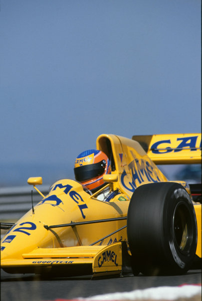 Estoril, Portugal. 21st - 23rd September 1990.Martin Donnelly (Lotus 102-Lamborghini), retired, action. World Copyright: LAT Photographic.